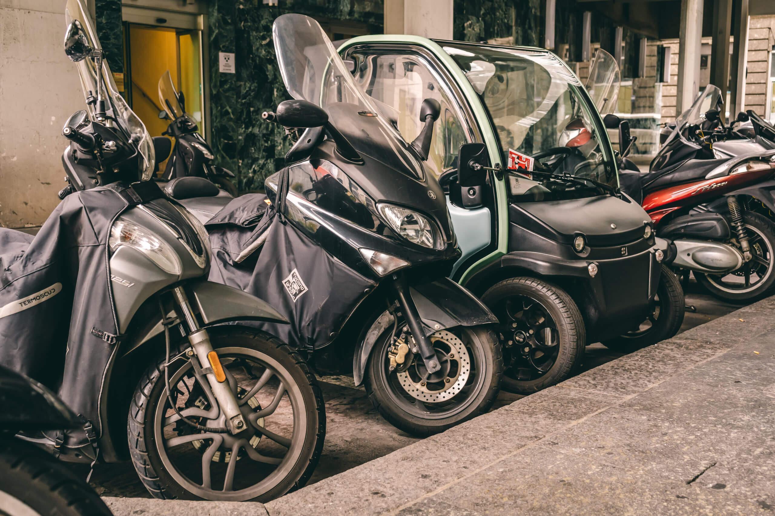 Guida per veicoli elettrici sulla Sosta e ZTL in Italia